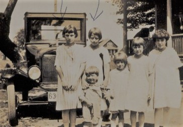 mable, edna as kids with unknown other kids